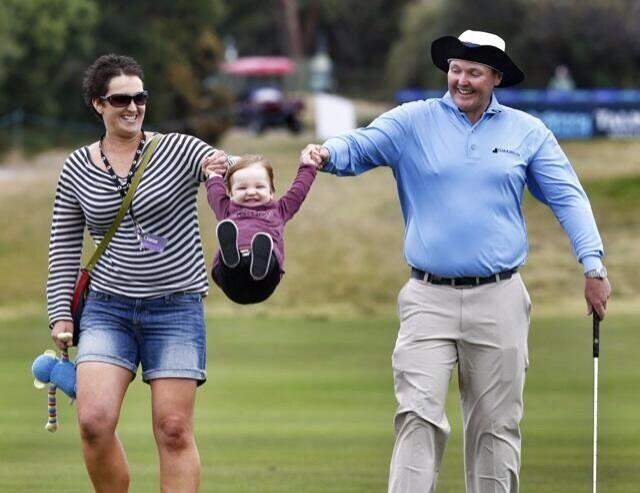 Jarrod Lyle with wife Briony and daughter Lusi. (Courtesy: @kleinyheraldsun)